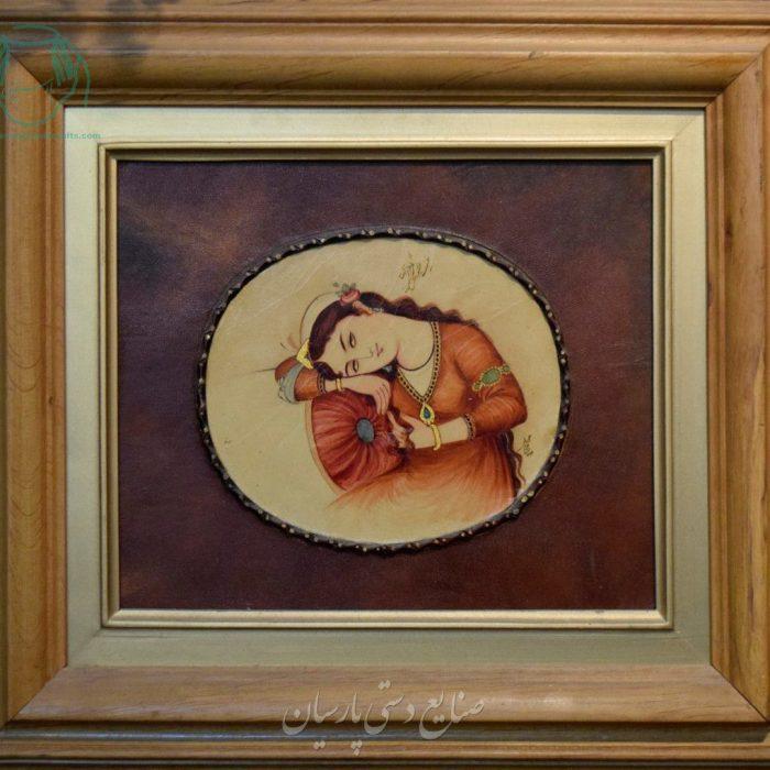 قیمت نقاشی ایرانی بانوی لمیده روی ناز بالش روی چرم