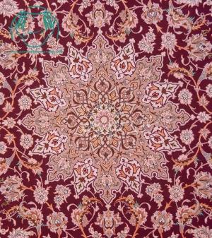 ترنج قالیچه دستباف ابریشمی اصفهان نقشه لچک ترنج زمینه انابی حاشیه بژ