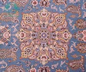 قالیچه دستبافت لچک ترنج آبی فیروزه ای حاشیه طلایی برند طاهری تک خفتی1100 خفتی حاشیه ابریشم