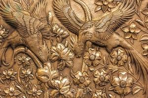 نمای نزدیک تابلو قلمزنی جنده کاری طرح گل  مرغ سیمرغ