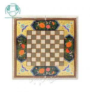 روی تخته شطرنج لب گرد گل مرغ تذهیب