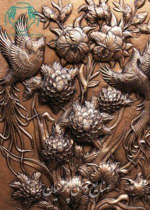 نمای نزدیک تابلو قلم کاری طرح گل و مرغ