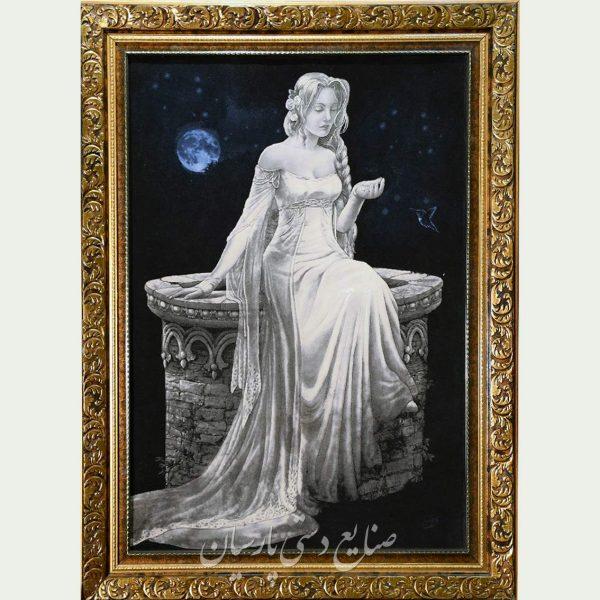 تابلو فرش ملکه ی ماه سیاه سفید